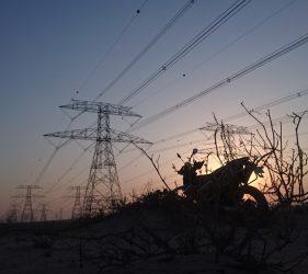 Die KTM 690 beim Sonnenuntergang in der Wüste