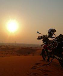 Sonnenuntergang in der Wüste mit der KTM 690