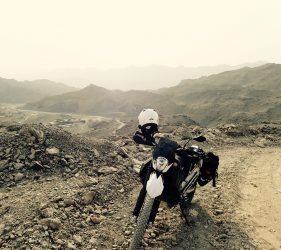 Die KTM 690 in den Bergen der Emirate